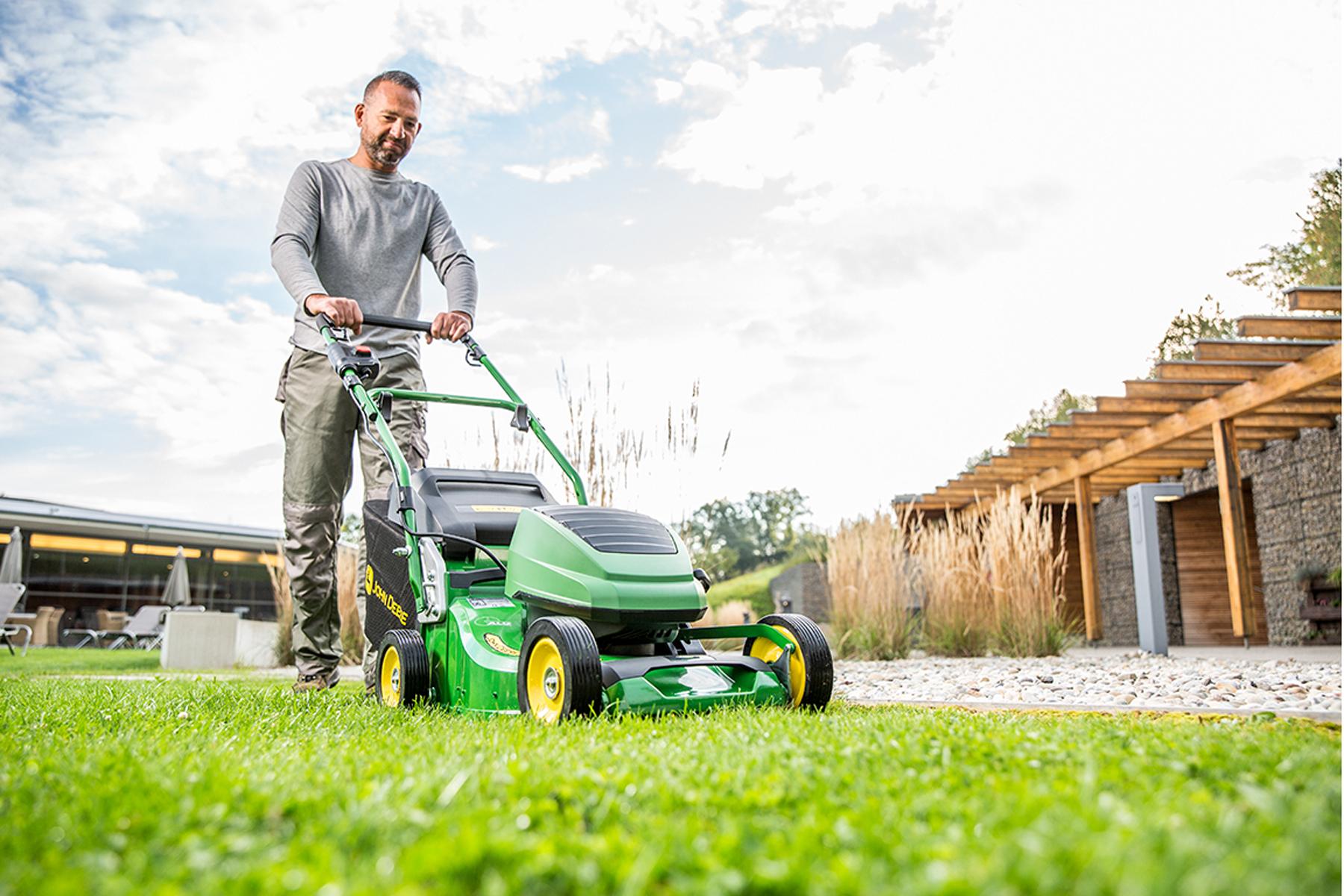 John Deere launches commercial battery mower