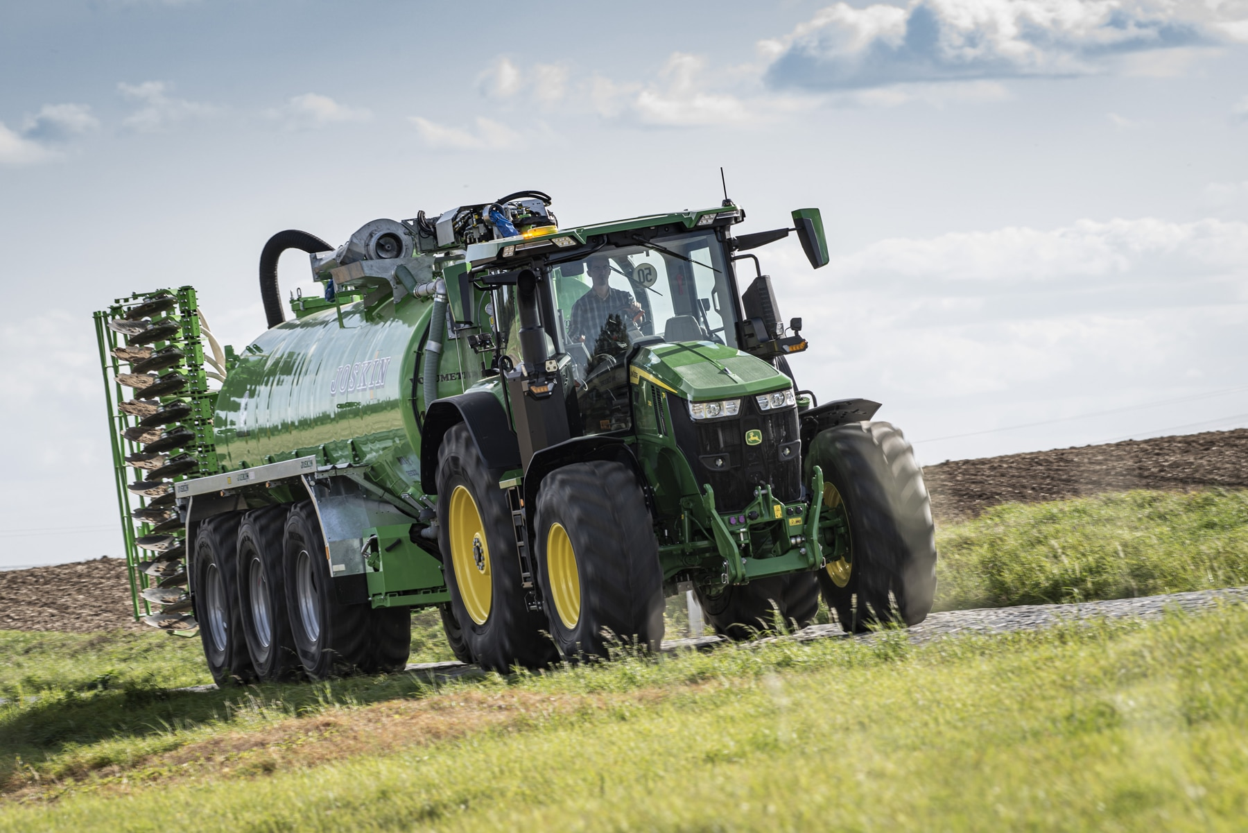 John Deere sets efficiency benchmark on the road