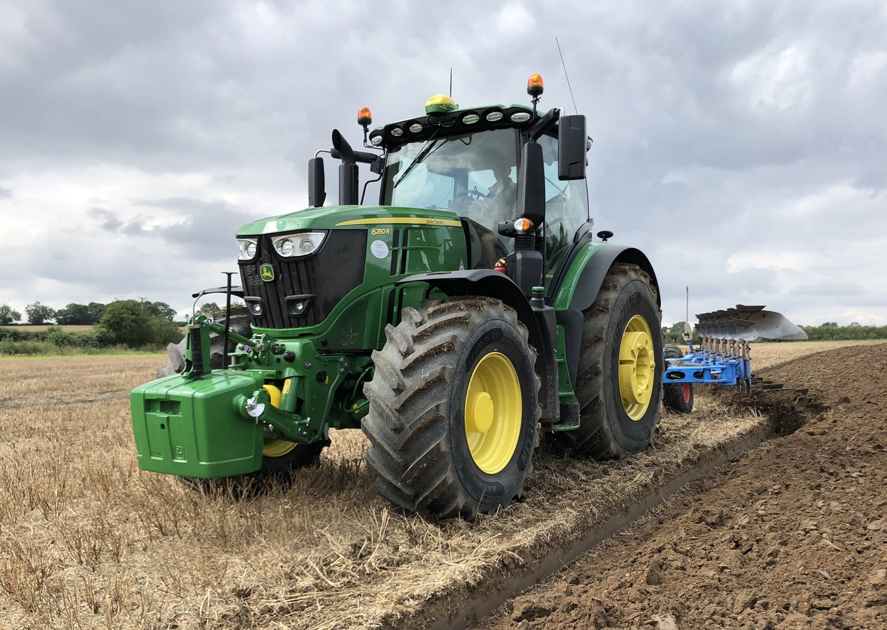 Press Release: Versatile Tractor/tyre Combination Boosts Farm Efficiency