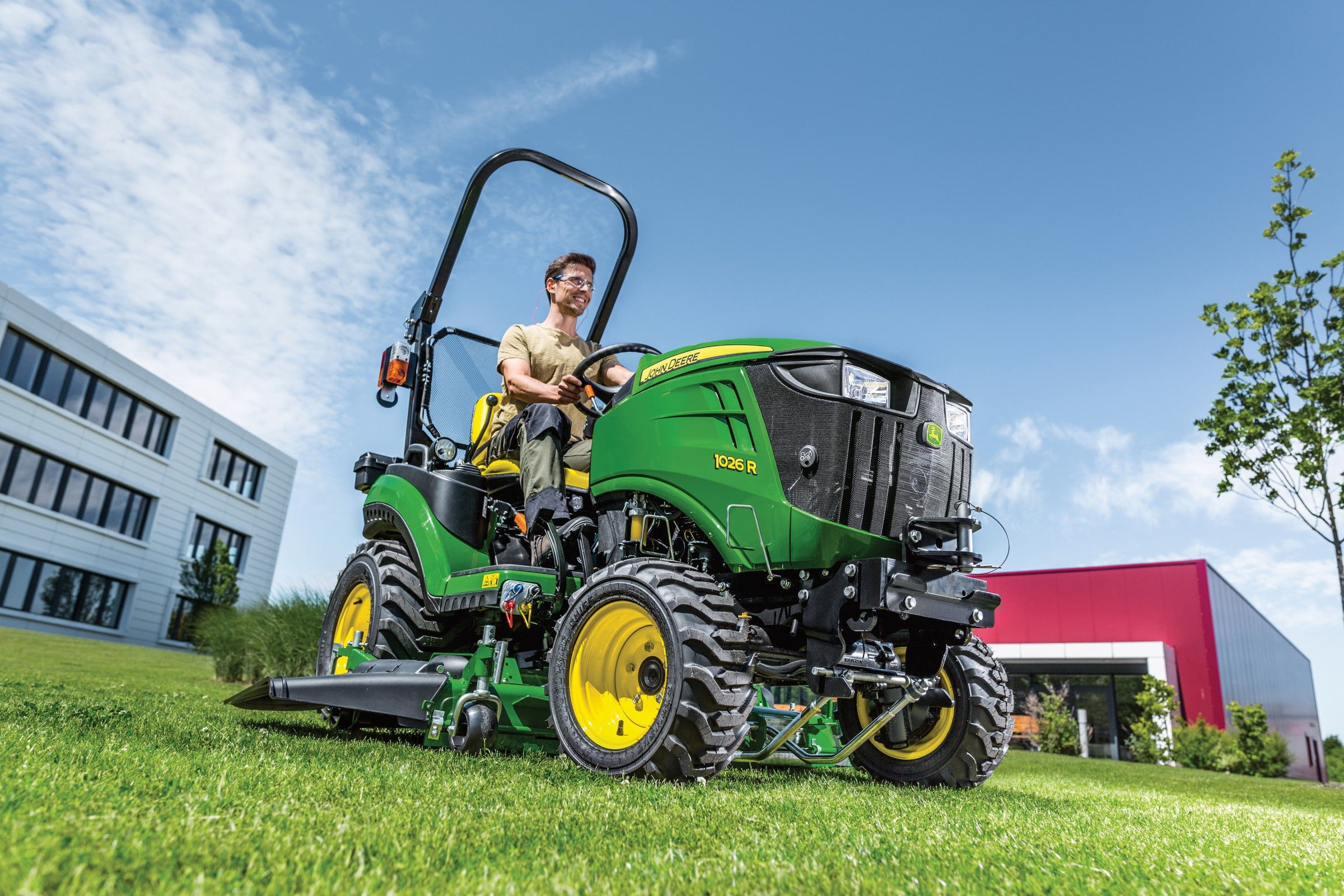 £1 MOWER DECK OFFER WHEN YOU BUY A 1026R COMPACT TRACTOR